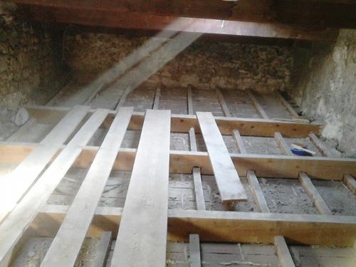 1-creation-dun-plancher-sous-toiture-pour-combles-perdus