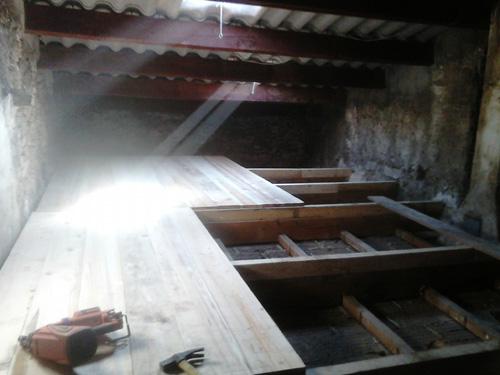 2-creation-dun-plancher-sous-toiture-pour-combles-perdus