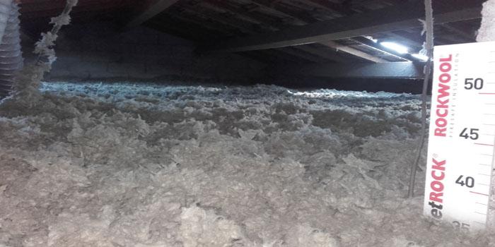 Isolation de toiture en laine de roche par soufflage mécanique