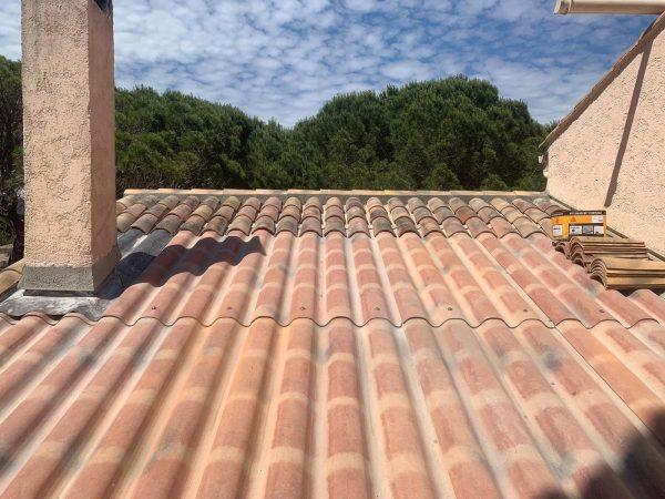 Réfection de toiture avec pose de plaque sous tuile